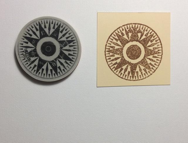 Utilice el por el sello de la brújula mar y formar una imagen con tinta de estampado y de la foto de época de calor establecidas en polvo angustia.
