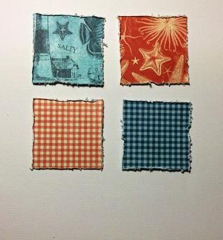 Cortar 4 cuadrados de 2 x 2 pulgadas de la por la almohadilla de papel mar 8 x 8. Distress bordes utilizando una herramienta angustiante o similar.