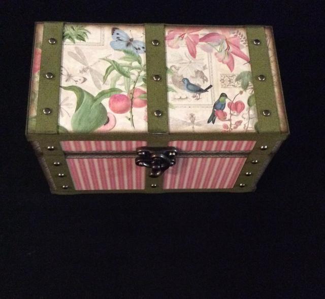 Repita el procedimiento para la parte superior de la caja en la configuración mostrada.