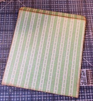 Caja Cut forros de papel con diseño ligeramente más pequeños que los lados más un 1/4