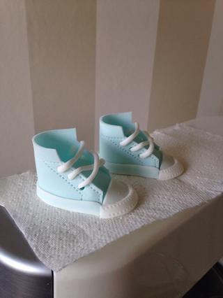 Y hay que ir !!! Zapato de bebé Gumpaste :)