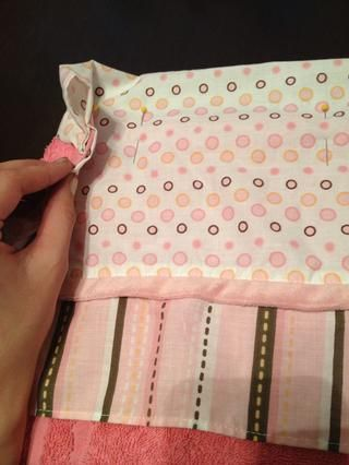 Una vez que se's flipped make a couple inch casing and pin. Once pinned sew the casing.