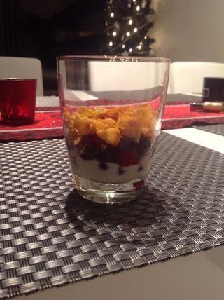 Añadir una capa de cualquier cereal. Utilicé los copos de maíz de miel.
