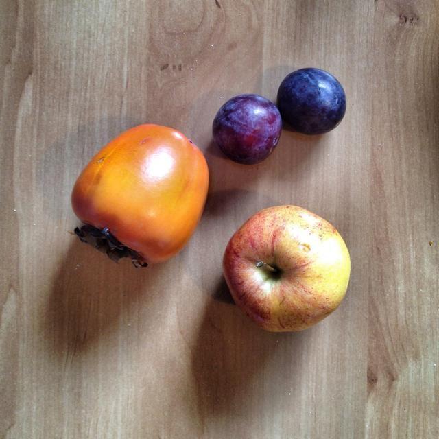 Frutas frescas: Manzanas, plátanos, ciruelas, ...