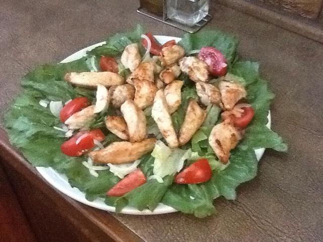 Agregue el pollo a la ensalada y usted're done with your chicken salad