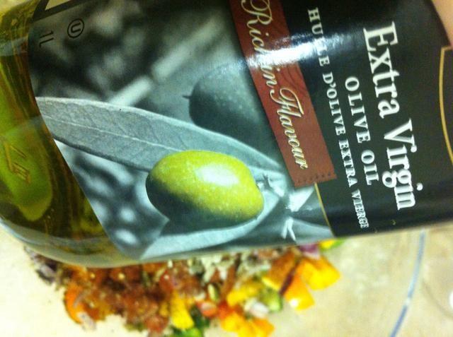 Vierta en un poco de aceite de oliva virgen extra