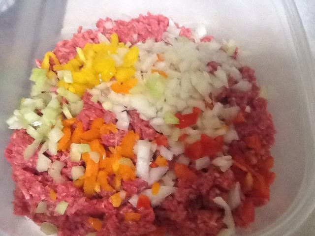 Combine sus verduras con carne y mezcla.
