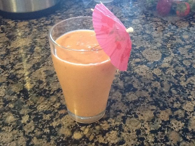 Cómo hacer una Receta Saludable fresa + Mango + Smoothie del plátano