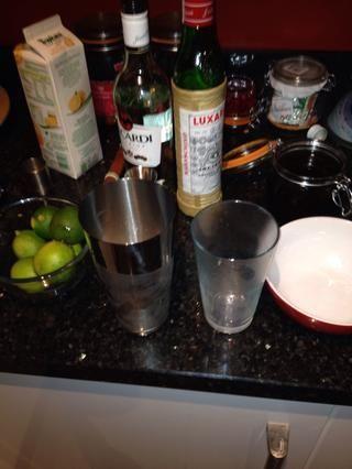 En este punto se puede degustar el cóctel utilizando una pajita para ver si es de su gusto. Si se's not sweet enough for your palate add a little more sugar... Not strong enough, add more rum -)
