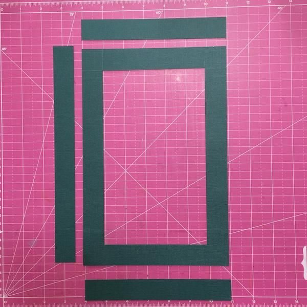 Corte el papel 7'x10 1/2' then make window 5'x8 1/2'and This is depth for Black board Cut the paper 2 pieces 7x1' and 1of10 1/2'x1' then