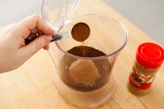 Añadir 1 cucharada de canela en polvo.