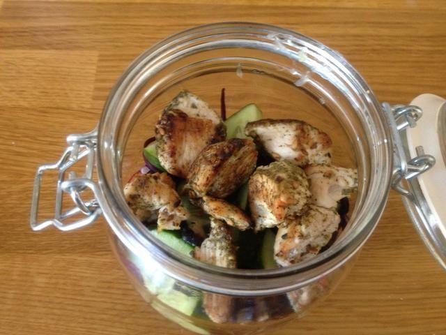 Añadir su proteína. Tuve algunos pechuga de pavo que me'd cooked in a sesame and herb mixture