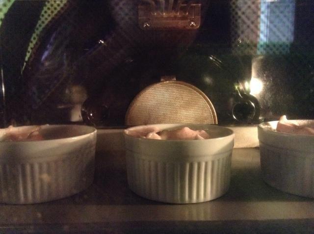 Poner en el horno durante 14 a 17 minutos, hasta que estén doradas en la parte superior.
