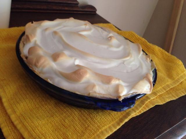 Deje que el pastel se enfríe durante una hora a temperatura ambiente, luego coloque en el refrigerador durante por lo menos 3 horas, a la firma!