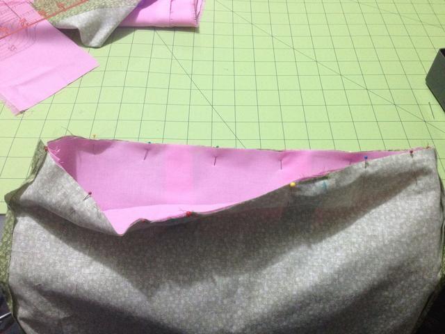 Pin alrededor de la parte superior de la bolsa.