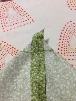 Aquí está su esquina en caja coso más de 3 veces porque se necesita tener una fuerte costura. (coser borde, pespunte más de lo que acabo de cosí, cosa sobre eso de nuevo)