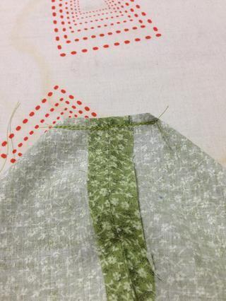 Cortar el material por encima de media de distancia de donde usted acaba de coser.