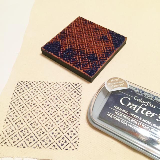 utilizar Blueberry Tinta y Picnic 1 sello para estampar el diseño sobre lienzo.