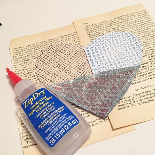 utilizar Zip seco el pegamento para adherir piezas de tela a pecho aglomerado.