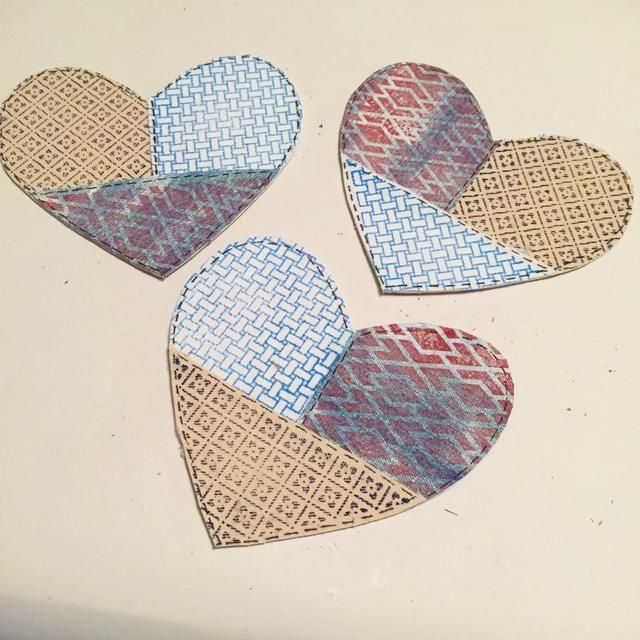 espuma, enjuagar, repetir - intercambiar diseños, telas, sellos y tintas para que cada corazón es diferente si lo desea.