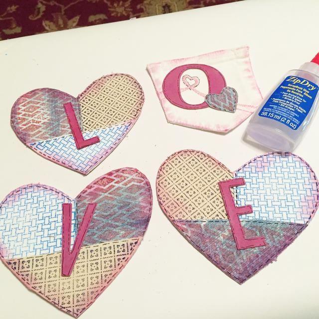 adherir cartas a corazones y bolsillo.