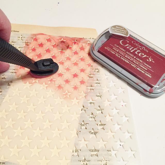 utilizar Screen Stars Arte y Cañón de tinta aplicada usando Stylus y Consejos para agregar diseño de la etiqueta manila.