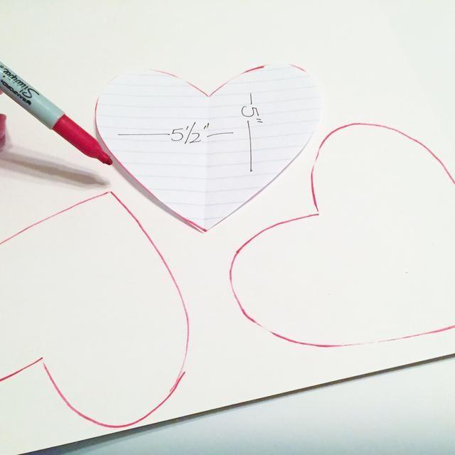utilizar el patrón de rastrear 3 corazones en aglomerado blanco. rastrear 4 corazones, si usted no está't using a denim pocket in your banner.