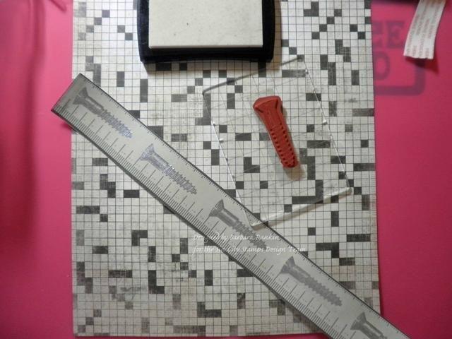 Tornillo sello a lo largo de papel cinta métrica preimpreso con tinta gris, relieve de calor con polvo de relieve plata.