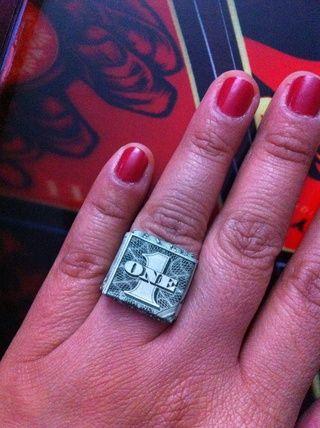 Lleve a su anillo de dinero y llevarlo! Felicidades YAY u se hacen! ??????