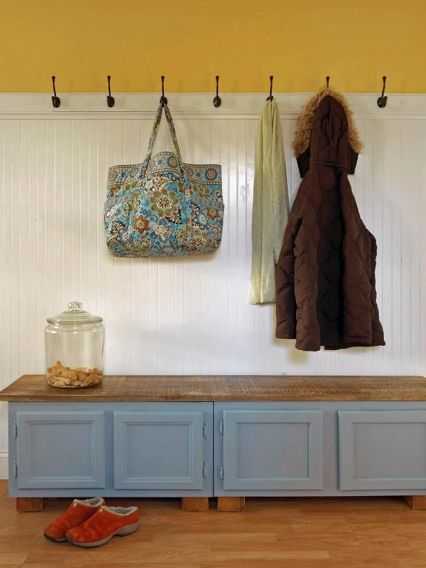 Fotografía - ¿Cómo hacer un banco mudroom utilizando muebles de cocina viejos