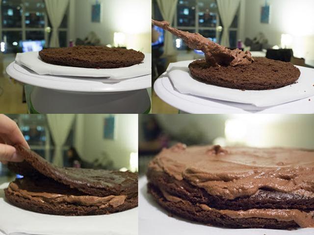 MONTAJE DE LA TARTA: Utilice una superficie plana y aquí utilizo un pastel de pie giratorio y el papel de pergamino. Añadir una cantidad generosa de crema batida de chocolate entre las capas de pastel.