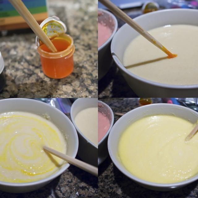 Para el color pastel de masa, sumergir un palillo o palillo en la pasta de gel y entonces y en su mezcla de pastel y revuelva. Por lo general doesn't take very much to colour your cake batter.