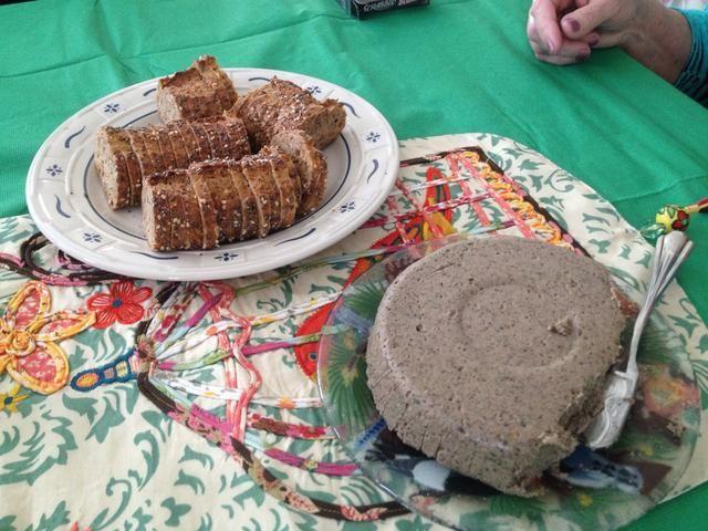 Después de enfriamiento, resultan en un plato y servir con galletas o pan.