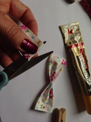 Tome el pequeño trozo de tela ... cortar una pequeña sección off