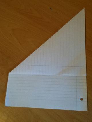 Luego dobla el papel como este y tomar el trozo de papel al final para cuando u desplegarla lo hará cuadrado ba.