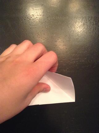 Luego darle la vuelta y hacer lo mismo. Pero asegúrese de que's the top right corner, and fold it TOWARDS you
