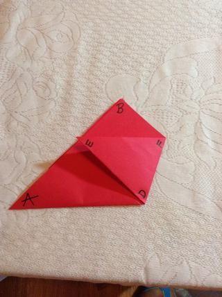 Marque el punto inferior del nuevo triángulo D. De izquierda a derecha, etiquetar las dos esquinas superiores del triángulo E, F.