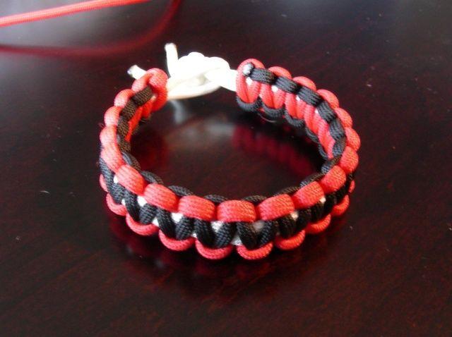 Cómo hacer un collar de la pulsera de Paracord y perro