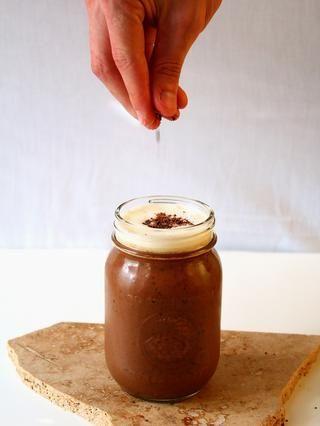 Añadir una pizca de virutas de chocolate negro ...