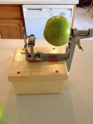Peel, núcleo, y las manzanas en rodajas finas. Si usted tiene un Chef mimado de Apple Slicer, este paso es muy fácil!