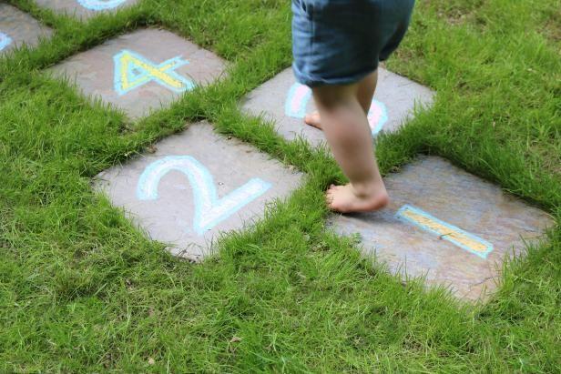 Fotografía - Cómo hacer un tablero de rayuela patio trasero permanente
