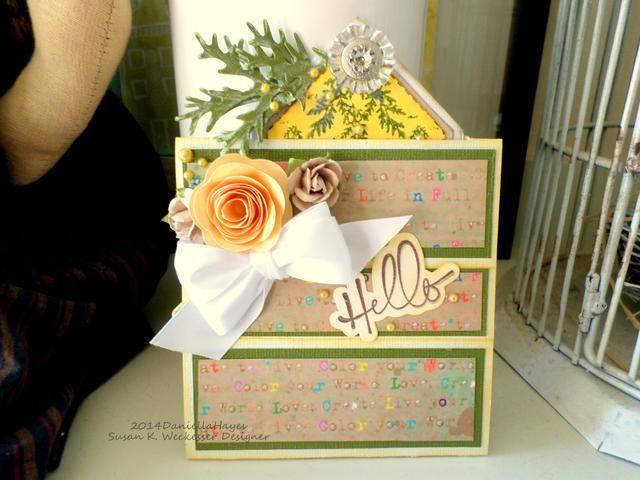 Cuando usted se pega los extremos juntos usted debe tener una tarjeta de este tipo. Es lo mismo en la parte posterior. Embellecer y decorar como más te guste.