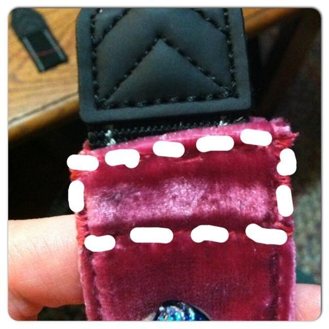 Cosa alrededor en forma de caja. Si todavía puede ver, seguir los puntos donde la costura arrancó los puntos originales.