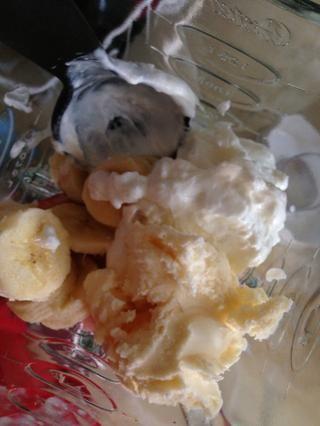 Y una bola de baja en grasa helado de vainilla