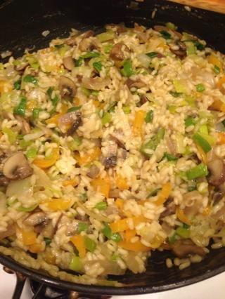 ¡Todo listo! Risotto se puede comer por sí solo o como un lado a un plato de carne (como la pechuga de pollo, salchichas, carne, etc)