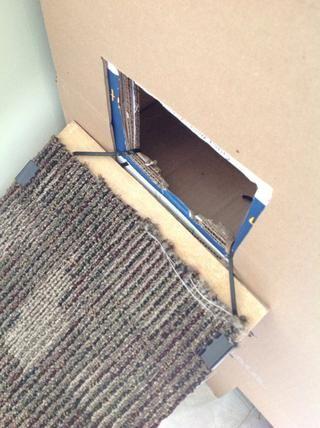 La rampa colocada en el lateral de los condominios.