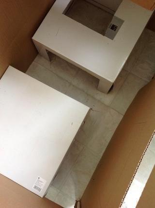 Para el primer nivel corté aberturas en los dos lados para hacer una planta libre, y puse las cajas en las esquinas opuestas. También me corte un agujero en la parte superior de uno para dar acceso a la segunda planta.