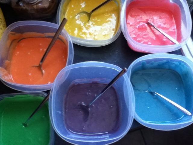 La intensidad del color dependerá de la cantidad de alimentos para colorear que se vierte en.