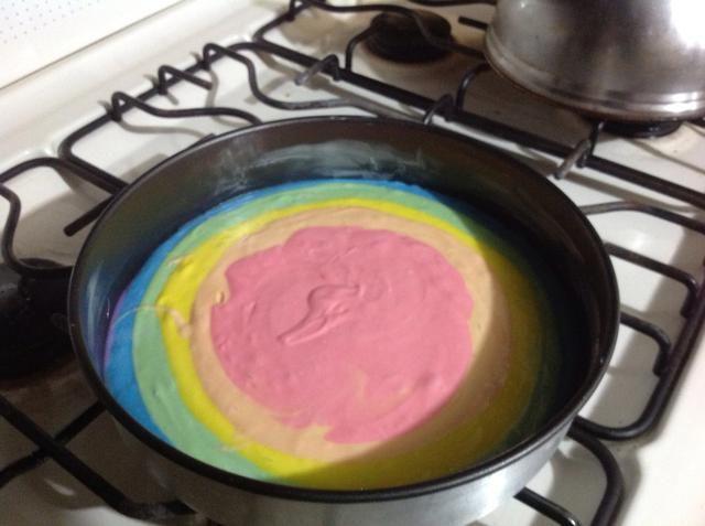 Vierta la mezcla en el orden que desee. Sirvo como el arco iris es.
