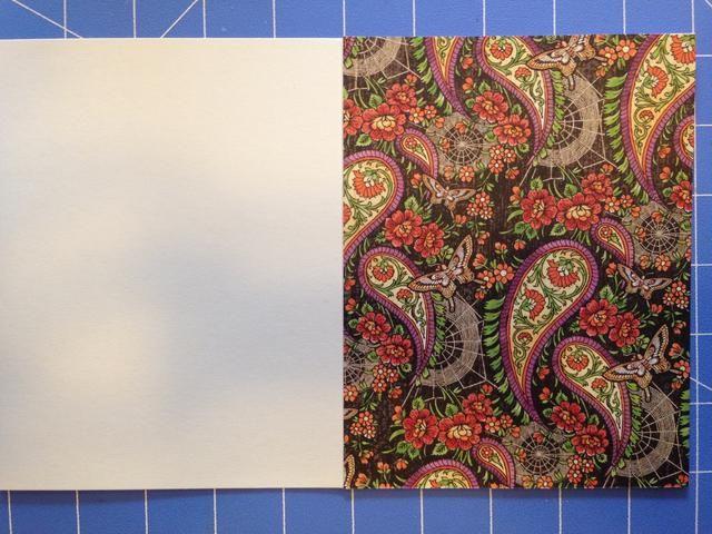 Adherirse papel con diseño a base de tarjetas.
